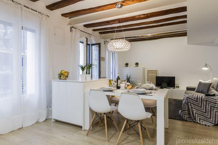 Vista del salón comedor desde la cocina. Proyecto Home Staging.