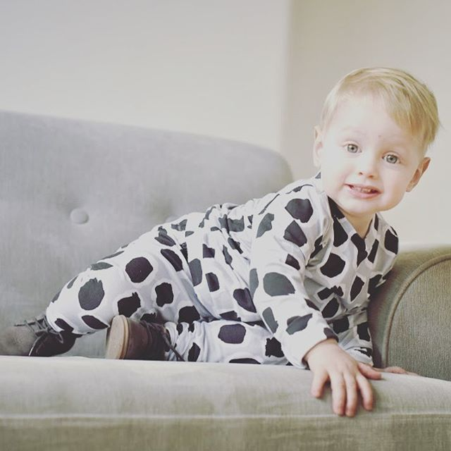 Feeling just like Seb today and just want to do a little bit of couch surfing. Ha ha I wish!!! No chance with an active toddler, active dog and one hundred thousand things to do on my list!!!! Shop the look online now. Link in bio 🔝 📷 by @clairebrookesphotography • • • • • • #couchsurfing #albieandsebastian #belikeseb #monochrome #monochrome_kids #monochromebaby #monochromebabywear #leopardprintkids #matchymatchy #kidsfashionforall #trendykidsclothes #letthembelittle #candidchildhood…