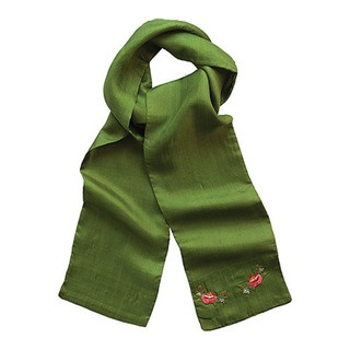 This soft 100% silk scarf is the perfect accessory for your Winter wardrobe.