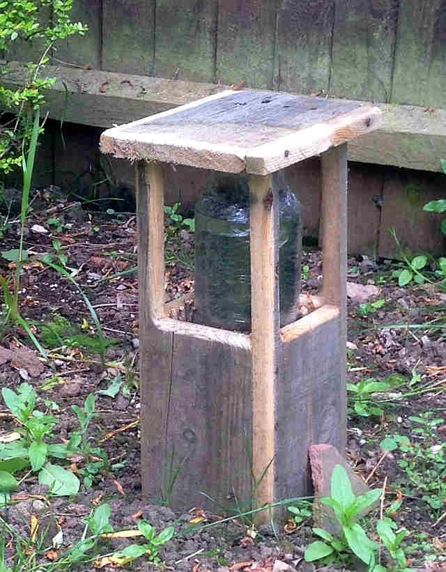 Make a garden 'bollard' driveway light out of pallet wood and a glass jar