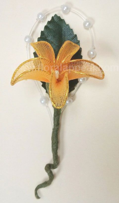 Boutonniere size: Approximately 3.5 inches x 1.5 inches