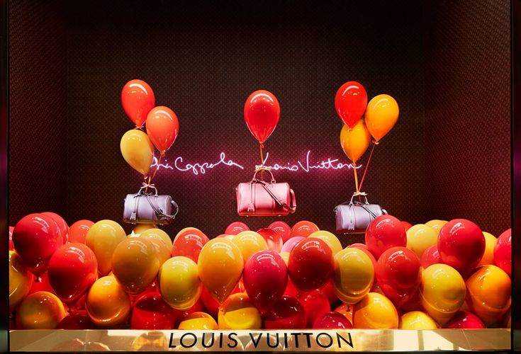 best-window-displays_louis-vuitton_2013_spring-summer_2014_sofia-coppola_07.jpg 960×653 pixels