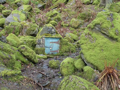 luthienthye:    knock knock … who lives there?  justcallmegrace:    Fairy House by Lake Windermere