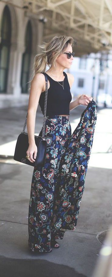 Street style | Patterned maxi skirt and crop top