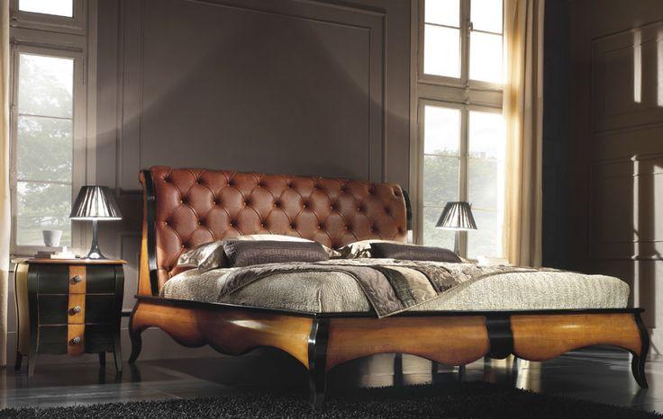 Stylizowane włoskie meble do sypialni - luksusowe łoże ze stolikami nocnymi. Dostępne także meble uzupełniające jak np. komody w różnych rozmiarach. Szeroka gama kolorystyczna.