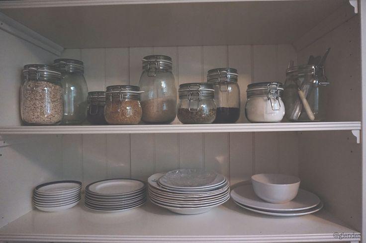 Minimalistic kitchen. Smart kitchen organization. Glass jars. Farmhouse feel. Vegan. Ikea. Scandinavian home interior. Smart solutions. Small apartment. Vintage. Retro.