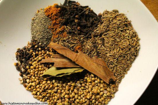 Domácí protizánětlivé koření garam masala