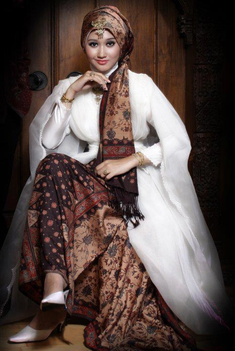 Indonesian Batik Fashion. Hijab-Style by Dian Pelangi.