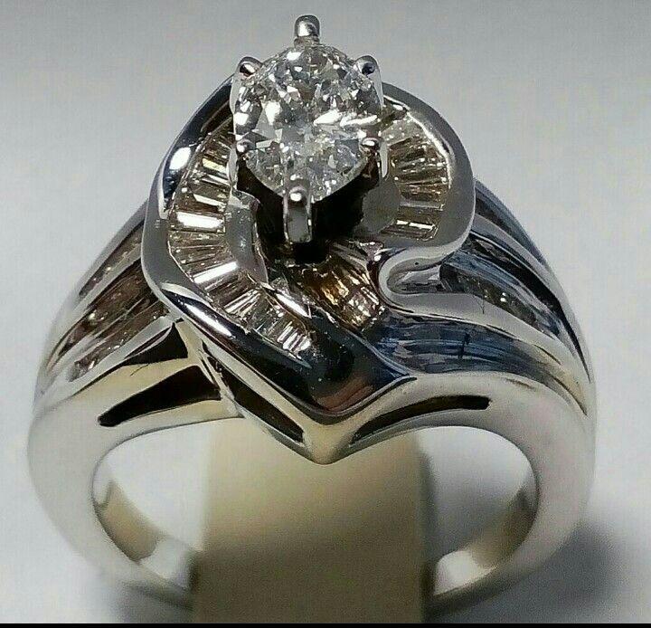 Продается кольцо ( Tiffany & Co. Marquise ) 2.02ct   Центральный бриллиант огранки Маркиза  0.90ct  Цвет F или 3, Чистота VS или 4-5  И вокруг бриллианты  огранки Багет  1.12ct   Цвет G или 4, Чистотой VS или 4-5  Все это вставлено в кольцо выполненное из золота 750 пробы   Вес 9.20 грамм   Размер 17.5