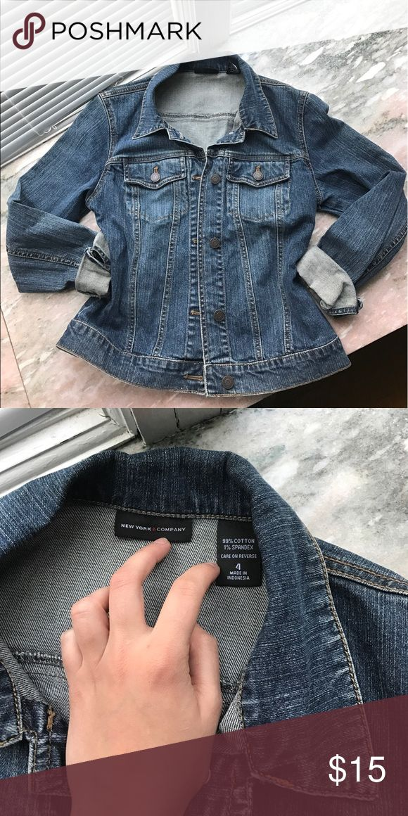 🔹 retro jean jacket 🔹 NY&CO women's jean jacket, medium wash, in perfect condition! Pair with white jean/shorts or even a maxi, we all should have one good go to jean jacket!! Size 4: small/medium New York & Company Jackets & Coats Jean Jackets