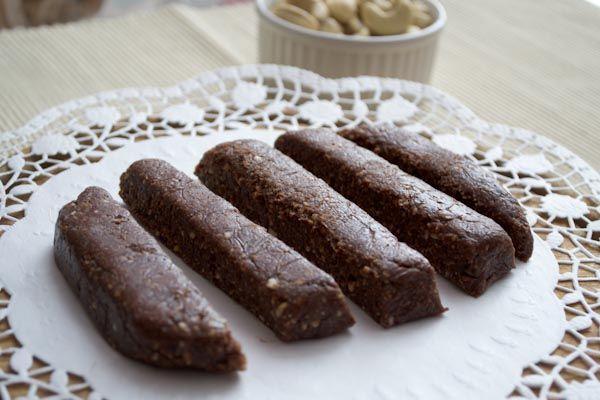 (Nakd bar/Larabar-inspired) Chocolate Fudge Brownie Energy Bars.
