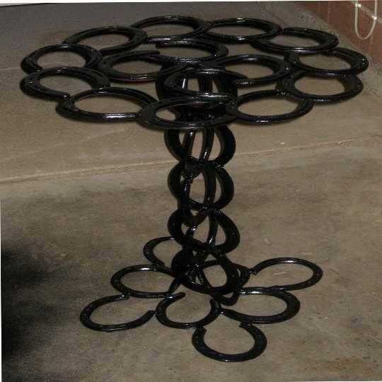 Pin by kellye auger on what to make with horseshoes for Horseshoe welding designs
