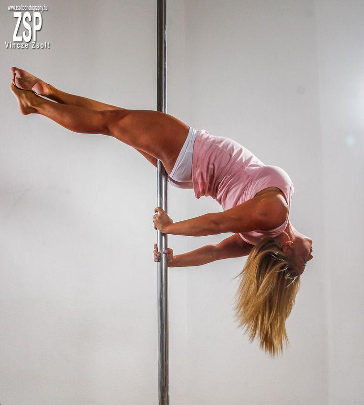 Adott egy gyönyörű lány, aki különleges sportot választott: Rúd akrobatika. Sajnos hazánkban rögtön másra asszociálnak az emberek – férfiak, nők...
