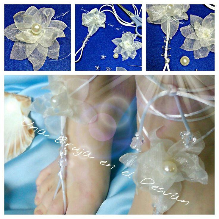 """https://m.facebook.com/Una-Bruja-en-el-Desvan-749822558496828/ COLECCIÓN SANDALIAS PIES DESCALZOS Emocionada por el resultado final, comparto con vosotr@s esta obra llamada """"SUEÑOS EN LA PLAYA"""" Tu boda a orillas del mar y tus pies elegantes para disfrutar de la arena ¿Te atreves? Pieza realizada con flor cosida en tela de cristal-seda blanco roto con botón de perla, sobre cola de ratón blanco y detalle de estrellas en cristal. Completamente hecho a mano por Montse El Desván Creativo de…"""