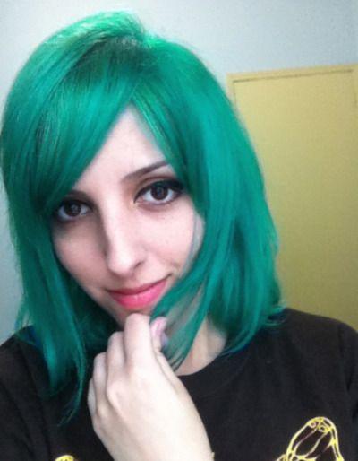 """Tinta: Anilina Salisil + Directions Cor: Verde Capim + Turquoise Base Anterior: Loiro quase branco Durabilidade: """"Como ficou muito mais verde do que eu queria, logo retoquei com mais azul pra puxar pra um turquesa bem esverdeado, então não deu pra..."""