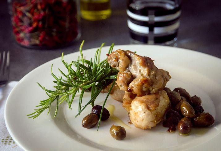 Coniglio con patate e olive, il secondo perfetto per la domenica  http://feeds.blogo.it/~r/Gustoblog/it/~3/3ipzsjZCg0k/coniglio-patate-olive-al-forno-ricetta
