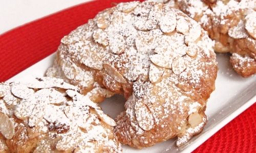 In this episode of Laura in the Kitchen Laura Vitale shows you how to make Almond Croissants!