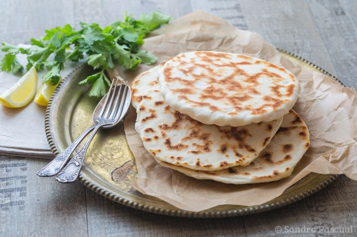 La recette des pains indiens fourrés au fromage! Réalisez-les chez vous, comme au resto indien!