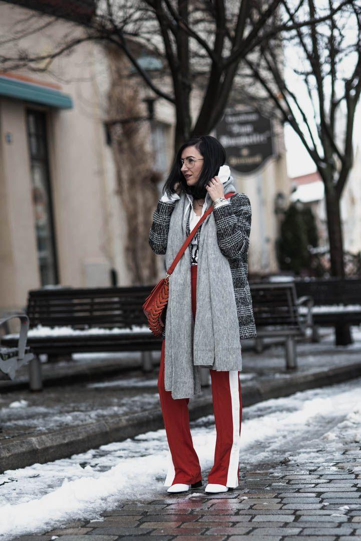 So trägst du Trackpants im Winter | Jogginhosen Trend, Outfit mit Karo-Mantel | https://juliesdresscode.de | Julies Dresscode Fashion Blog