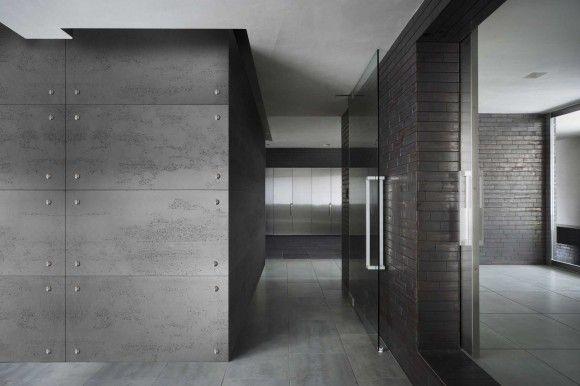 Lofty to pomieszczenie charakteryzujące się dużą przestrzenią. Materiały wykorzystywana do wykończenia loftów to materiały surowe i naturalne jak beton architektoniczny od Luxum. Ciekawy efekt aranżacji wzmocnią nakładki ozdobne ze stali nierdzewnej przytwierdzane do płyt.