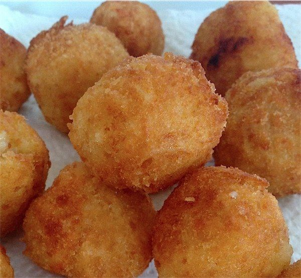 Arancini – delicious way to use left over rice!   http://www.tobyandroo.com/arancini-delicious-way-to-use-left-over-rice/ #sicilianfood #arancini #sicilia #sicily #arancine