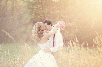 Брак — это договор двух людей о совместном противостоянии жизненным трудностям.