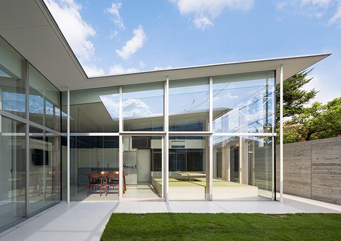 トコトン明るく暮らそう!大開口ガラスサッシの家。