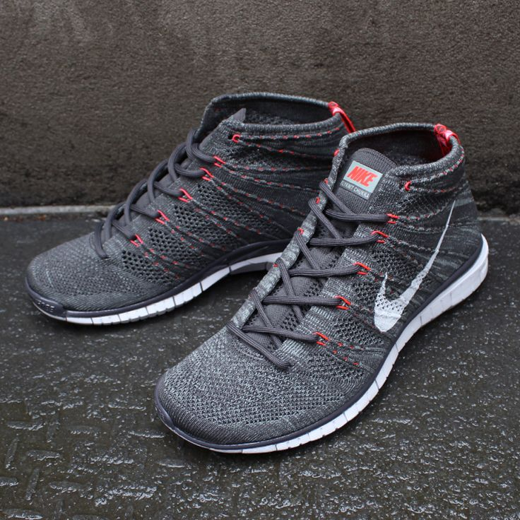 A very versatile shoe. Comes in a variety of color stitched patterns and  styles of laces (flat or thick and patterned). It& form-fitting, nice and  snug when ...