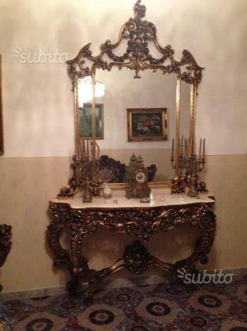 divano-console-e-vetrina-stile-barocco
