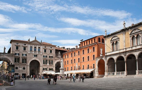 Verona, Piazza delle Erbe, Photo by Taboada Testa-Flickr