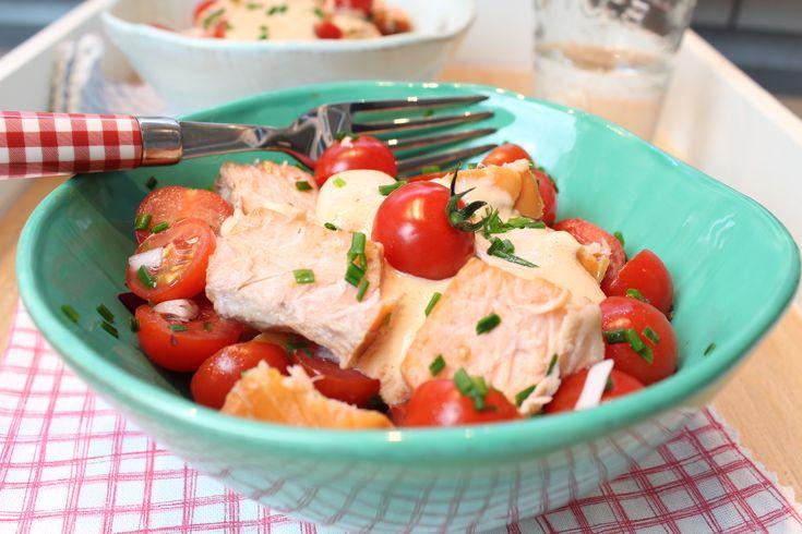 Low Carb Rezepte von Happy Carb: Fruchtiger Lachs-Tomatensalat - Lachs und Tomate sind einfach unschlagbar.