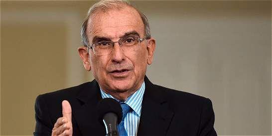 Humberto de la Calle renuncia a tribunal de arbitramiento