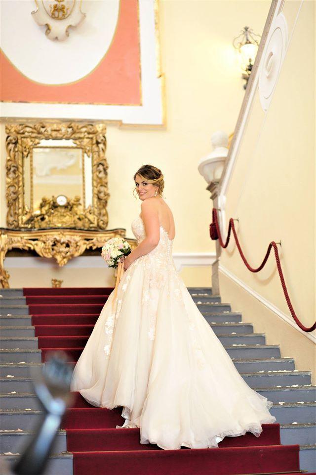 Tanti auguri alla nostra sposina Emanuela Rossi #weddingday #dday #love #insieme #oggisposi #fashion #style #ilmiogiornopiubello #cisposiamo #whitlove #greetings #matrimonio