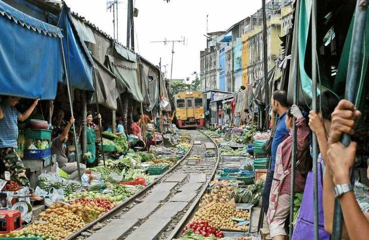 train approaching the market  OTHER MARKETS - Rom Hoob Market