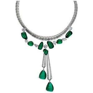 Van Cleef & Arpels Collier Hyderabad en émeraudes et diamants sur or blanc, Collection Pierres. Graphic necklace emerald pendant