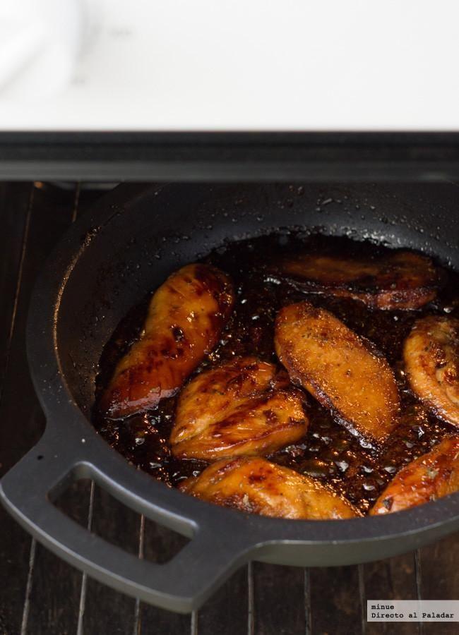 Receta de pechugas de pollo caramelizadas. Con fotos del paso a paso, los ingredientes y la presentación. Trucos y consejos de elaboración. Recet...
