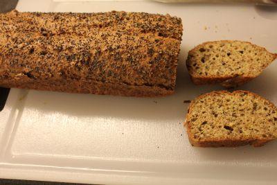 Nå er jeg skikkelig happy. For jeg og Mads har lagd et sykt godt lavkarbo brød. Vi begge ble enig...