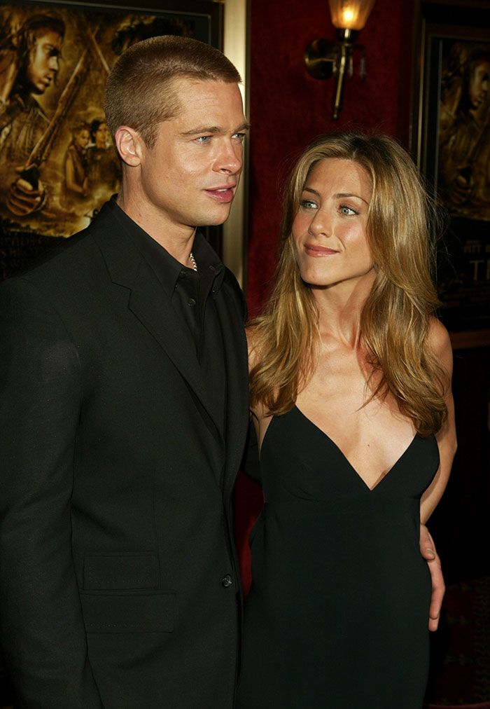Someone Just Noticed That Brad Pitt Always Looks Like The Woman He S Dating And We Can T Unsee It Now In 2020 Brad Pitt And Jennifer Brad Pitt Jennifer Aniston Jennifer Aniston