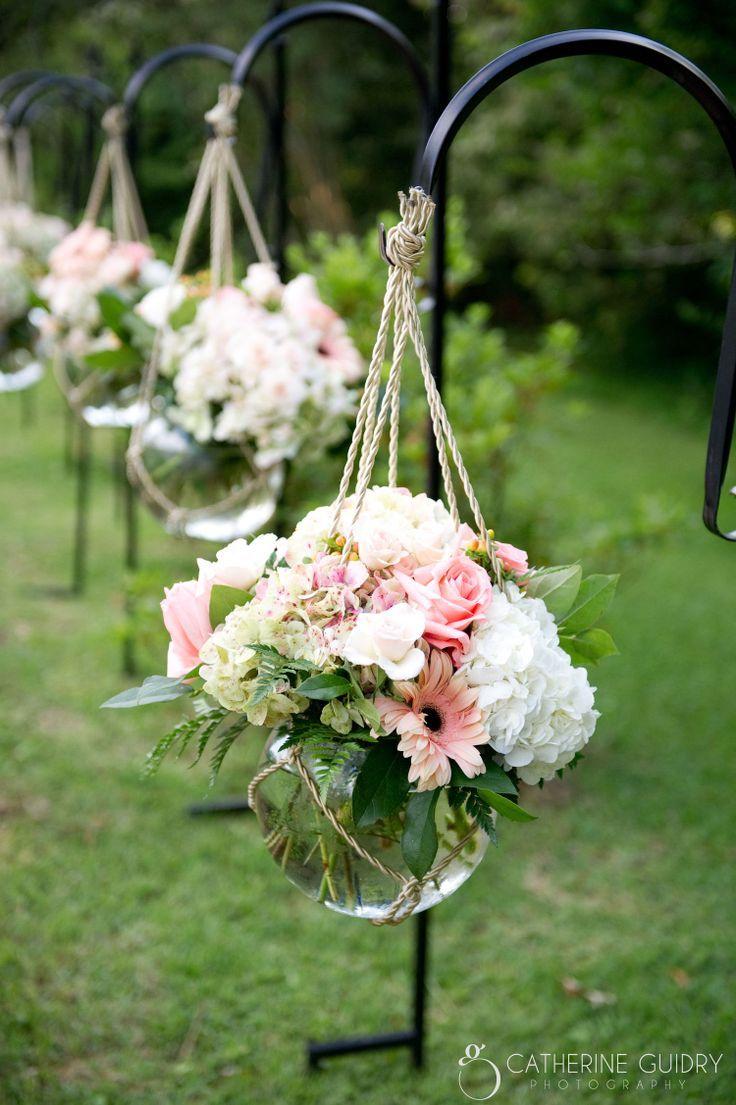 Zu Ziegelsteinspaziergang entlang setzen. Ersetzen Sie blau / lila Blüten. #Entlang #Ziegel #Blumen …   – Outdoor Wedding İdeas Trendy 2019