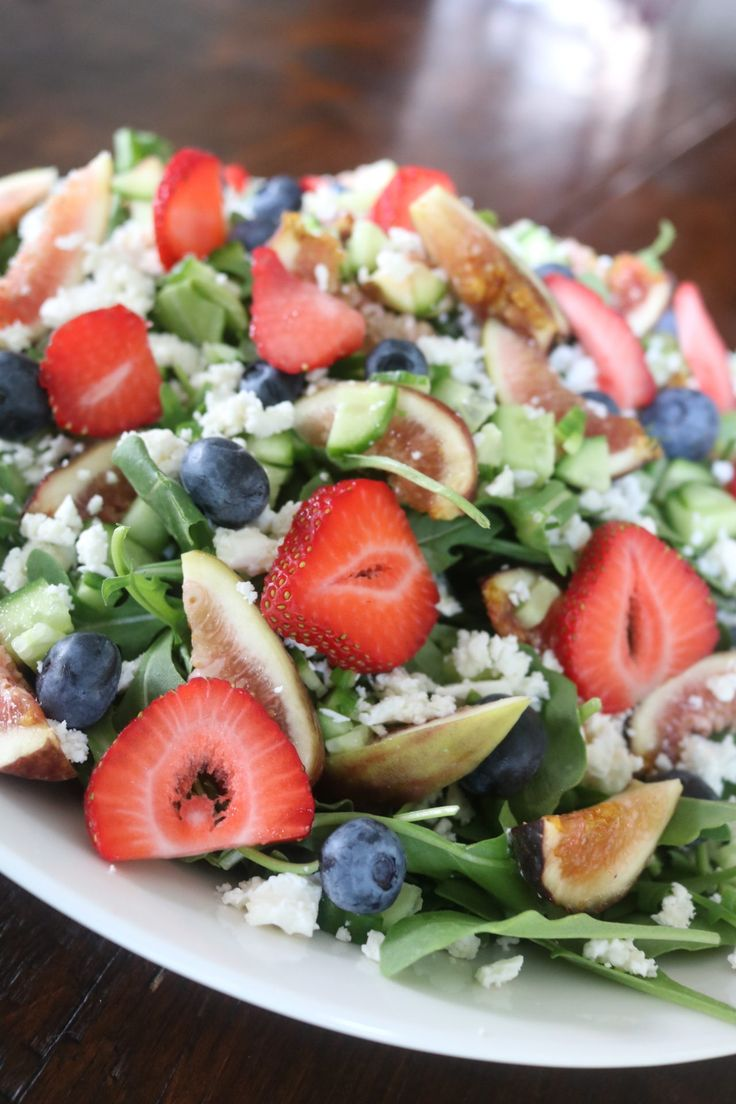 The Sunday scaries are setting in but we're starting the week off right with a delicious summer salad to satisfy both our sweet and savory cravings and get our brains focused! Summer Salad with Fig Vinaigrette Salad Ingredients: Baby arugula...