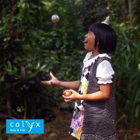 """LE CIRQUE DES ENFANTS"" capsule collection Calyx ""Kenanga"" batik dress. (https://www.facebook.com/media/set/?set=a.10153323682117290.1073741862.112171157289&type=3) Model: Magia Photographer: Reza Mappanganro"