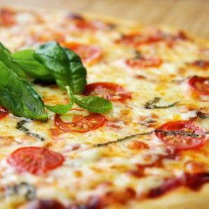 пицца с прошутто и сыром маскарпоне