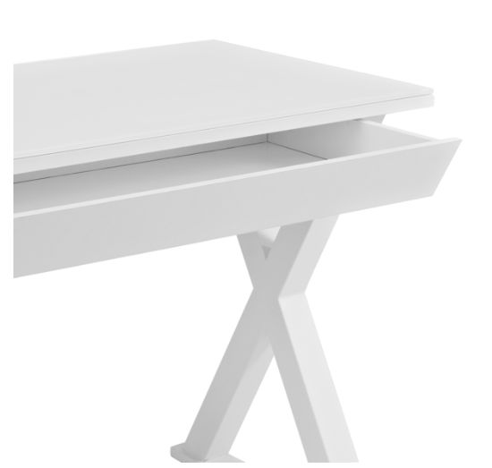 White desk - detail