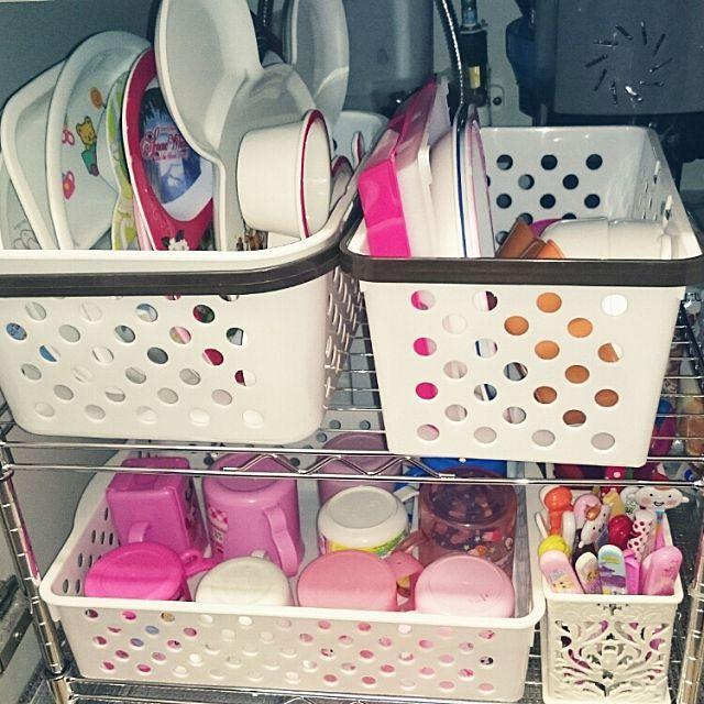 女性で、3LDKのシステムキッチン/収納術/100円SHOP/100均アイテム/子供用食器…などについてのインテリア実例を紹介。「シンク下の収納です(*´∀`)子供用の食器がいつの間にか増えてしまったので100均でラックを買い(100均と言っても部分的に300円のものもあります)組み立てました((o(^∇^)o)) 」(この写真は 2015-11-17 21:29:16 に共有されました)