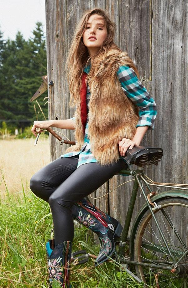 BB Dakota Vest, Rubbish® Shirt & Mimi Chica Leggings #Nordstrom #BPNordstrom #FallTrend