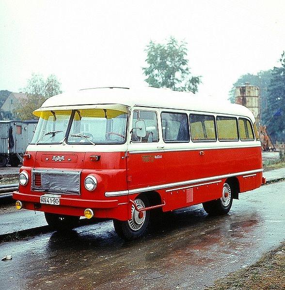 Robur adalah merek bus yang berasal dari  pabrik truk dan angkutan berat Volkseigener Betrieb VEB Robur-Werke Zittau Jerman Timur, didirikan oleh Karl Gustav Hiller tahun 1888.