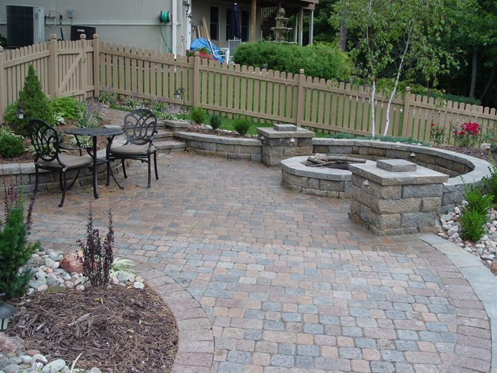 17 best images about patios and raised beds on pinterest for Small patio landscaping