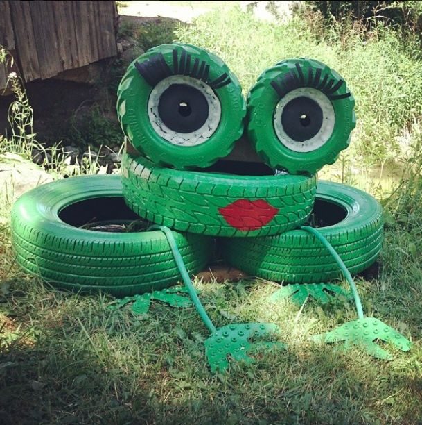 Look what you can do with your old tires! Super cute for infront of a pond or creek. (Frog out of tires!) #frog #tires #DIY #repurpose #recycling