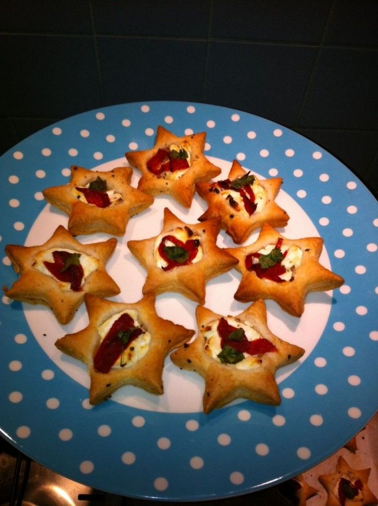 Kersthapje: Bladerdeegsterretje met geitenkaas en gegrilde paprika
