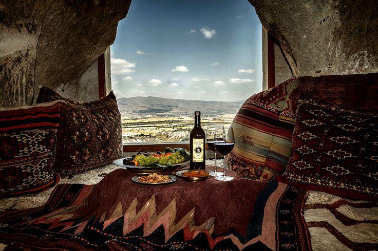 Sultan's Cave Suite #cappadocia #kapadokya #turkey #luxury #hotel #relaischateaux #room #hotelroom #boutique #museumhotel #uchisar #cave #cavehotel #museum #honeymoon #balayı #butik #view #suite #wine